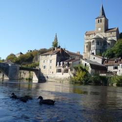 Montmorillon se trouve à 2km